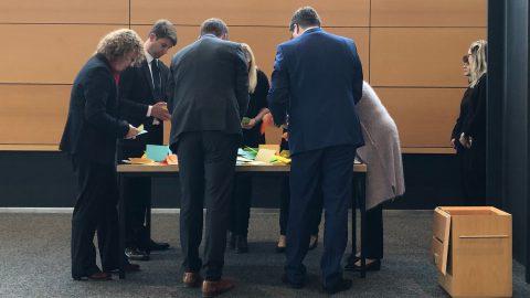 Stimmauszählung im Thüringer Landtag